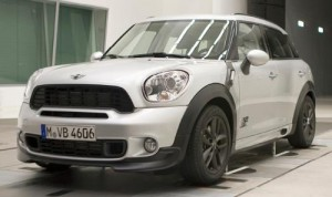 3280019392049142774 300x178 MINI Countryman photos with aero kit surface
