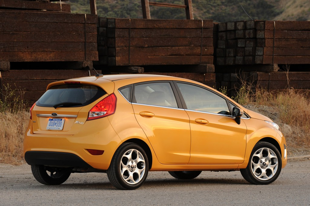 11fiestasesreview2011 1024x680 Ford Fiesta ipad app  Photos,Price,Specifications,Reviews