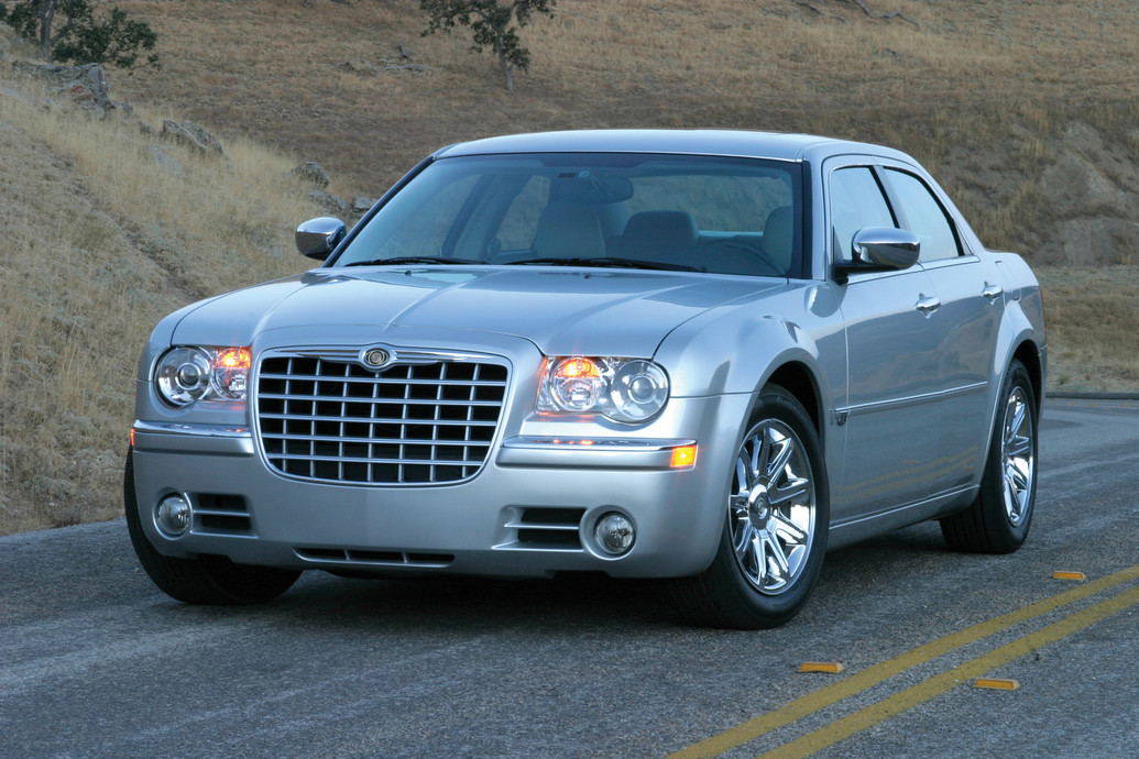 2010 chrysler 300c photos price reviews specifications. Black Bedroom Furniture Sets. Home Design Ideas