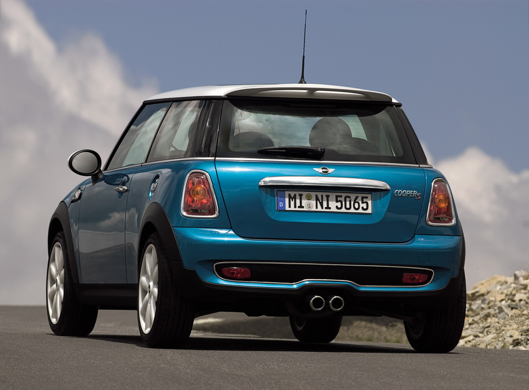2010 mini cooper specifications reviews price photos. Black Bedroom Furniture Sets. Home Design Ideas