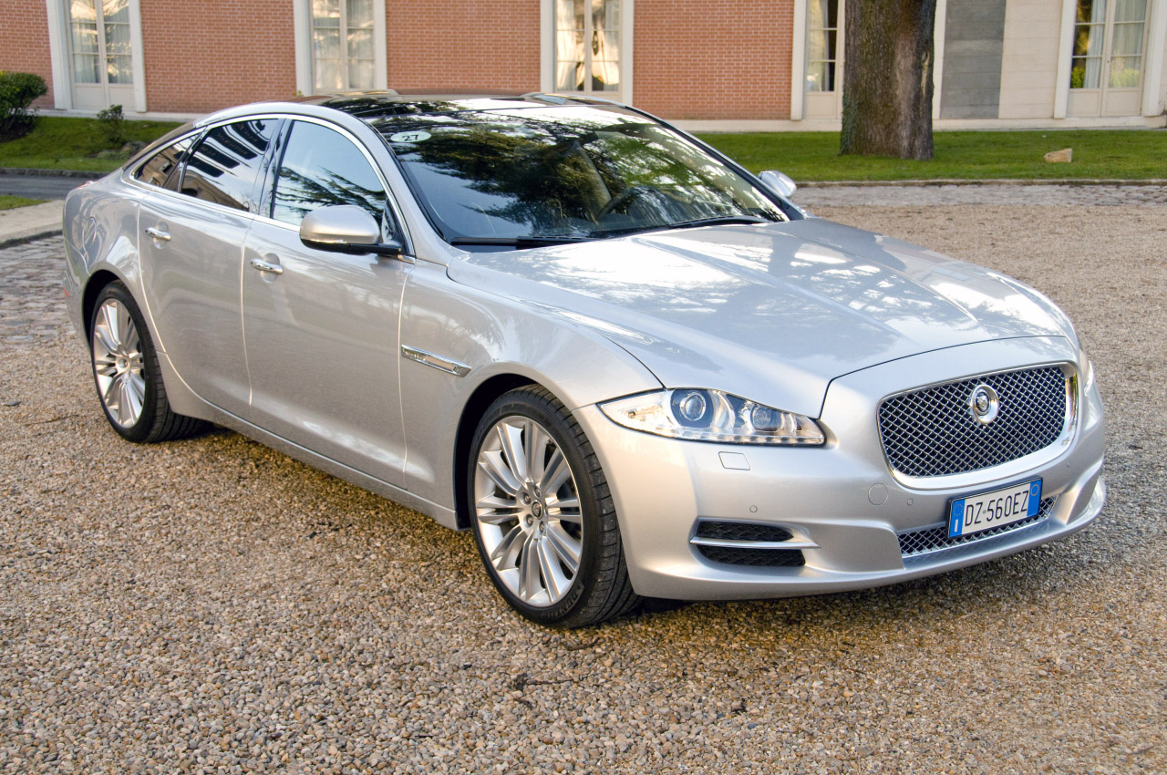 2011 jaguar xj photos price specifications reviews. Black Bedroom Furniture Sets. Home Design Ideas
