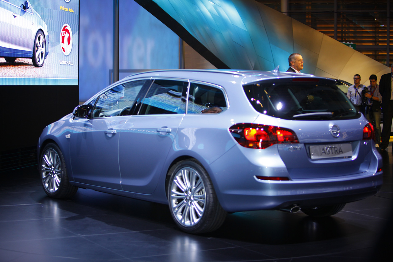 2011 Opel Astra Sports Tourer Photos Price Specifications