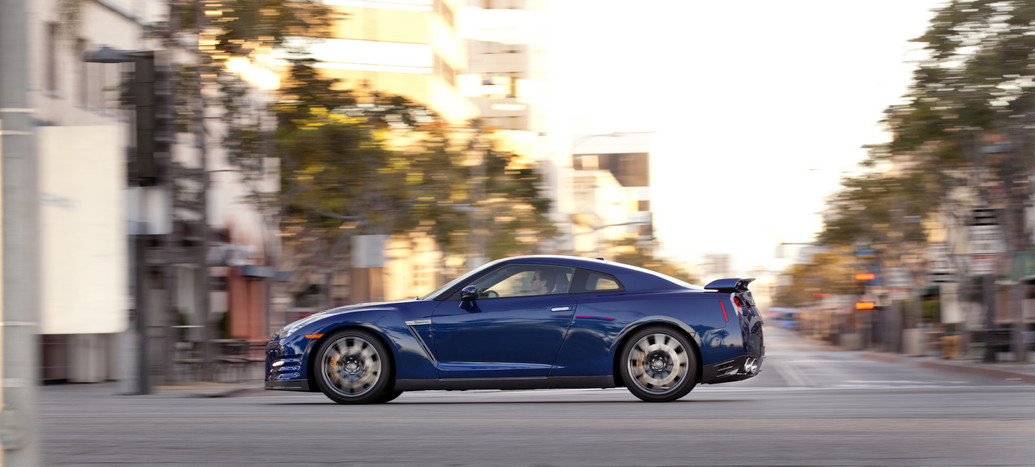 2012 nissan gt r photos price specifications reviews. Black Bedroom Furniture Sets. Home Design Ideas