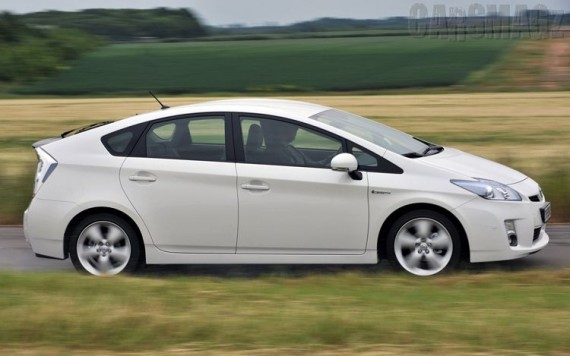 2012 Toyota Prius PHEV from Side View Picture 570x356 2012 Toyota Prius Photos,Price,Specifications,Reviews