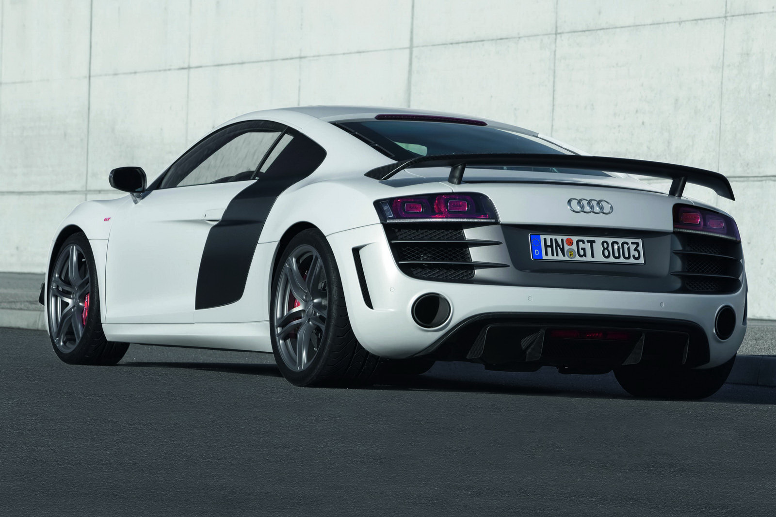 2011 audi r8 gt 560hp photos price specifications reviews. Black Bedroom Furniture Sets. Home Design Ideas