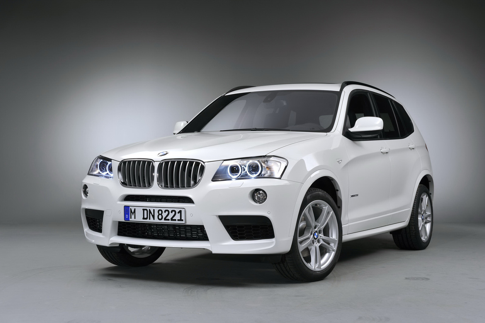 bmw 5 series photos price specifications reviews. Black Bedroom Furniture Sets. Home Design Ideas
