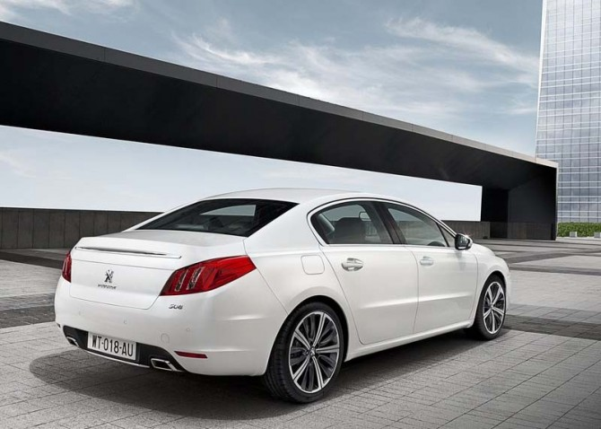 Peugeot 508 2011 Rear Side Speed 670x478 2011 Peugeot 508 Photos,Specifications,Reviews,Price