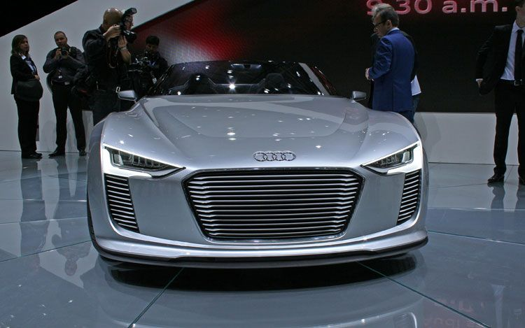 audi e tron spyder concept front 2011 Audi e tron Spyder  Photos,Price,Specifications,Reviews