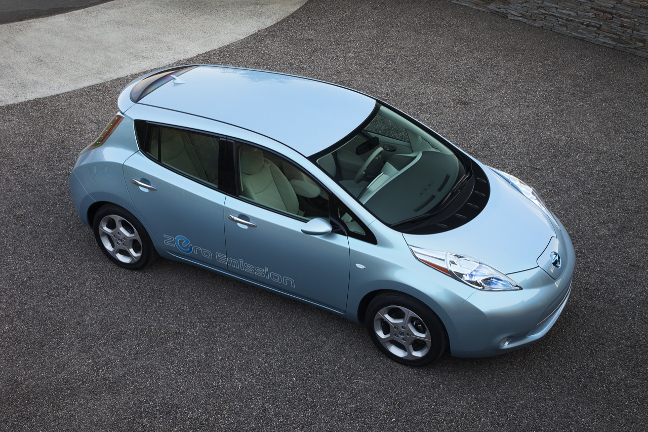 2010 nissan leaf a press images 003 2011 Nissan Leaf   Specifications, Photos, Price, Reviews
