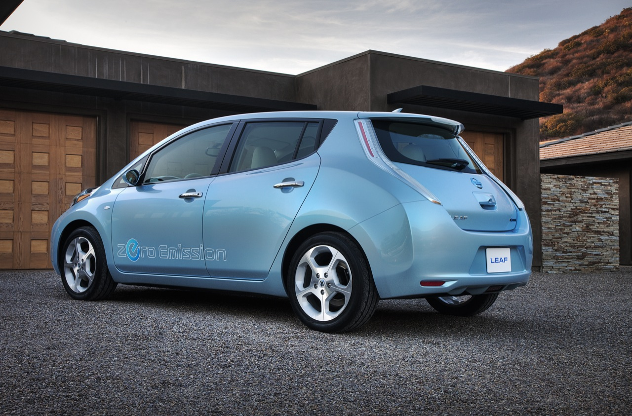 2010 nissan leaf a press images 005 2011 Nissan Leaf   Specifications, Photos, Price, Reviews