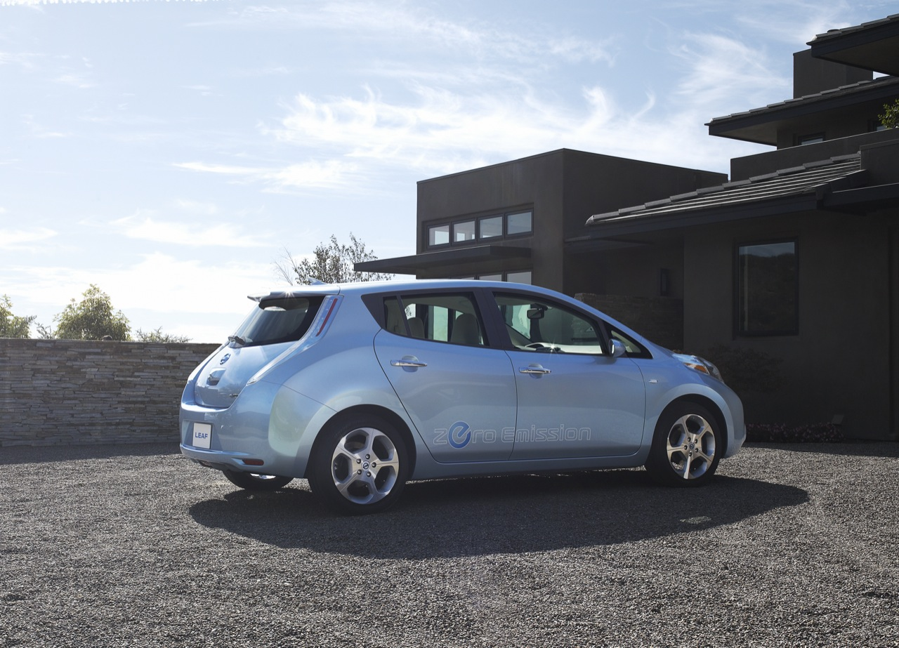 2010 nissan leaf a press images 015 2011 Nissan Leaf   Specifications, Photos, Price, Reviews
