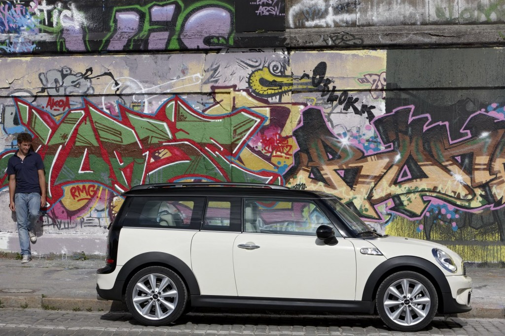 2011 MINI Clubman 4 1024x682 2011 Mini Clubman   Photos, Price, Specifications, Reviews