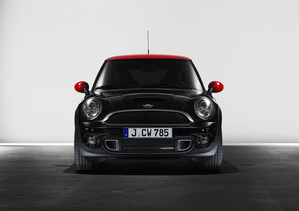 2011 MINI facelift 551 1024x723 2011 Mini Clubman   Photos, Price, Specifications, Reviews