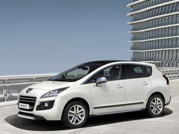2011 Peugeot 3008 HYbrid4 Front Side View 588x441 2011 Peugeot 3008 Hybrid4   Reviews, Photos, Price, Specifications