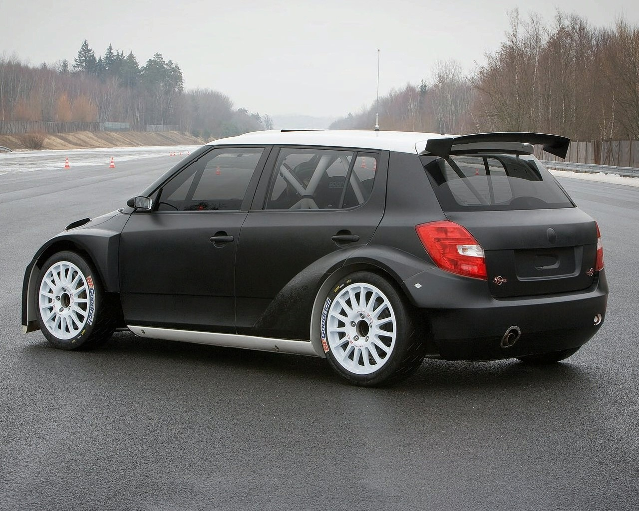 2011 skoda fabia price photos specifications reviews. Black Bedroom Furniture Sets. Home Design Ideas