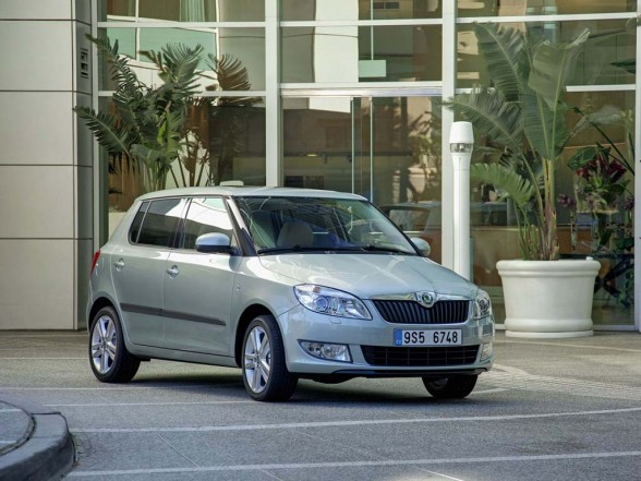 2011 Skoda Fabia used car values 588x441 2011 Skoda Fabia   Price, Photos, Specifications, Reviews
