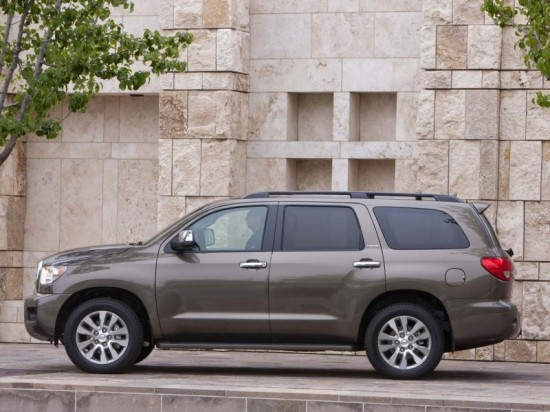 2011 Toyota Sequoia Side View 550x412 2011 Toyota Sequoia   photos, Price, Reviews, Specifications