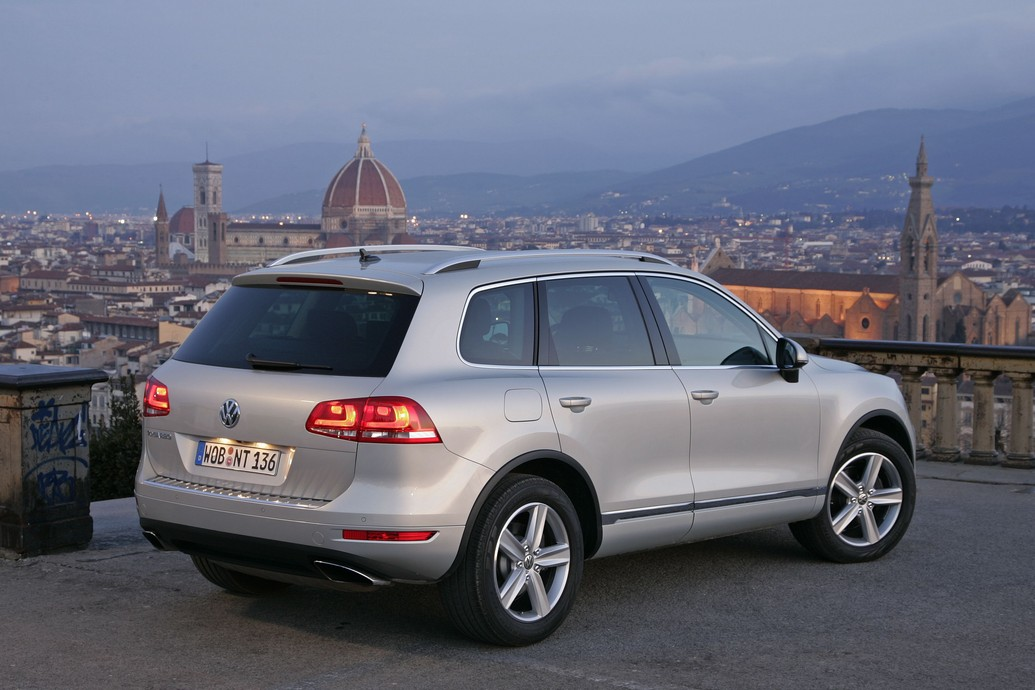 2011 volkswagen touareg price photos specifications. Black Bedroom Furniture Sets. Home Design Ideas
