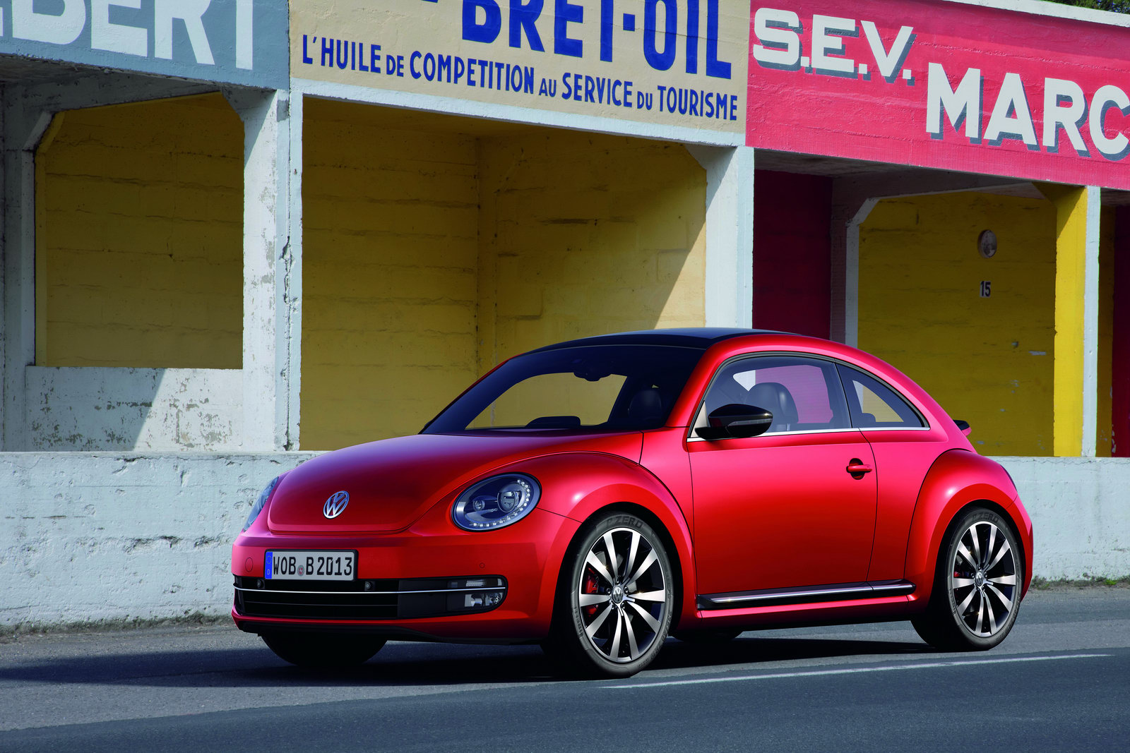 2012 volkswagen beetle photos price specifications. Black Bedroom Furniture Sets. Home Design Ideas