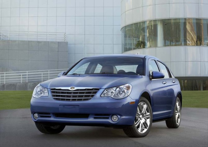 Chrysler Sebring 2010 Front Side View 670x475 2011 Chrysler Sebring   Reviews, Photos, Specifications, Price