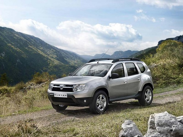 Dacia Duster Car Stereo 588x441 2011 Dacia Duster   Photos, Price, Specifications, Reviews