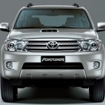 2012-toyota-fortuner-india-front