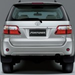 2012-toyota-fortuner-india-rear