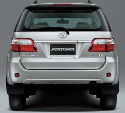 toyota fortuner india rear 2012 Toyota Fortuner   Reviews, Specifications, Photos, Price
