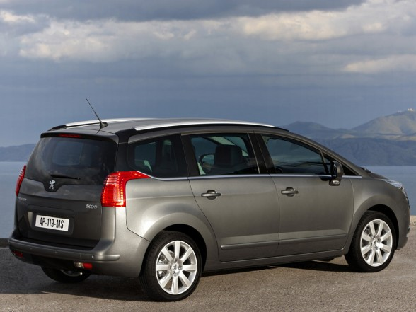 2010 peugeot 5008 picture New Peugeot 5008   Features, Photos, Price