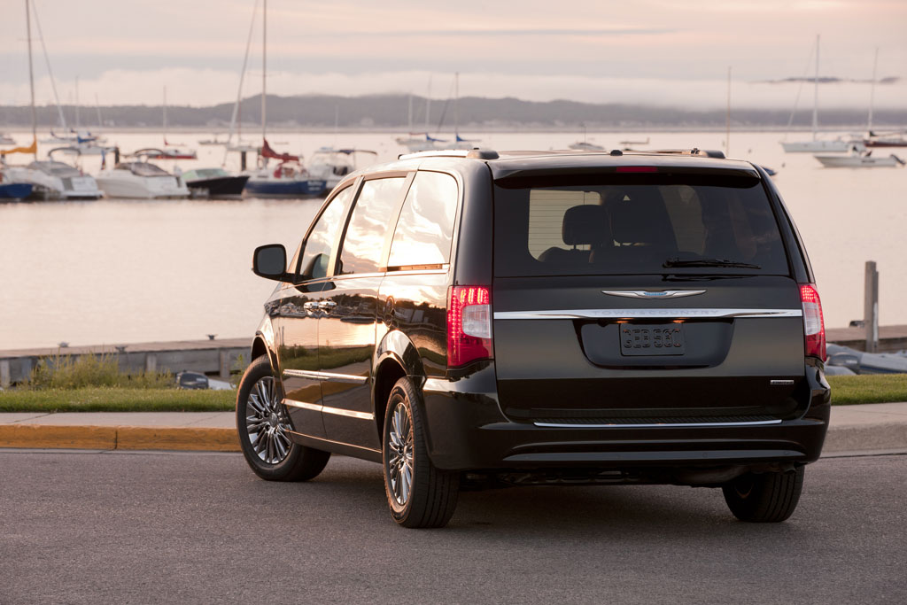 2011 Chrysler Town Country 4 2011 Chrysler Town & Country   Photos, Reviews, Features, Price