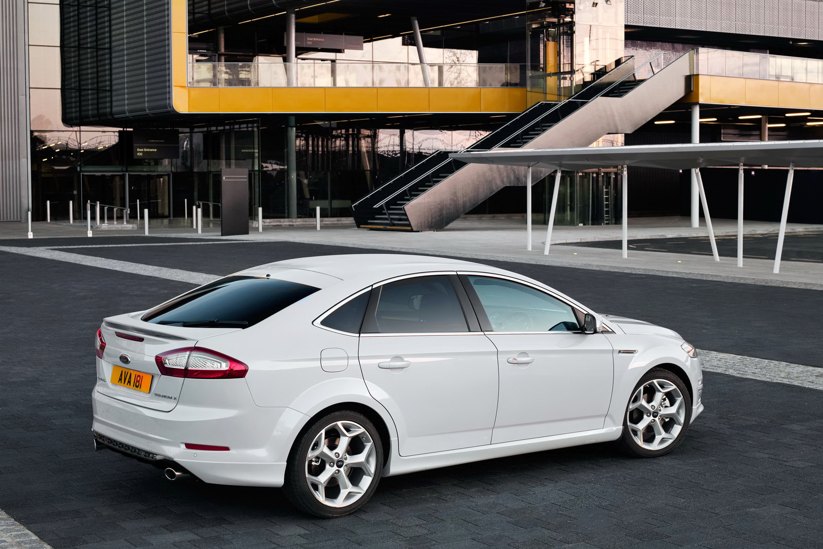 2011 Ford Mondeo 1 2011 Ford Mondeo   Features, Photos, Price