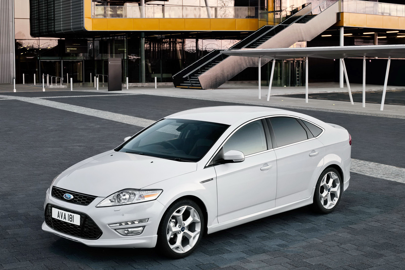 2011 Ford Mondeo 21 2011 Ford Mondeo   Features, Photos, Price