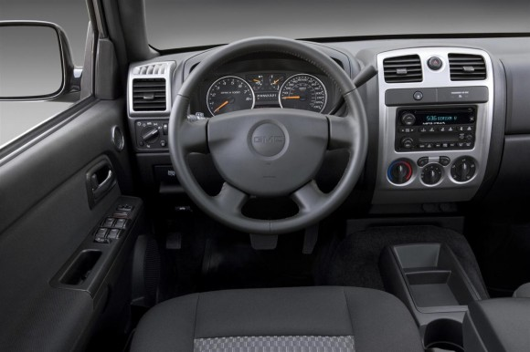 2011 GMC Canyon Interior 580x386 2011 GMC Canyon   Features, Photos, Price, Reviews
