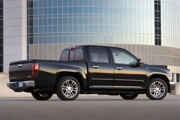2011 GMC Canyon Rear 580x386 2011 GMC Canyon   Features, Photos, Price, Reviews