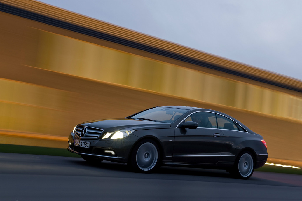 2011 mercedes benz e class e350 coupe features photos for Mercedes benz e 2011