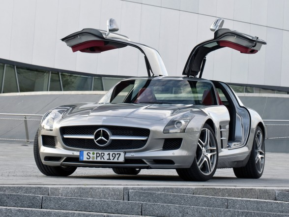 2011 Mercedes Benz SLS AMG Gullwing Front Angle Door Open View 588x441 2011 Mercedes Benz SLS AMG   Photos, Specifications, Price, Reviews