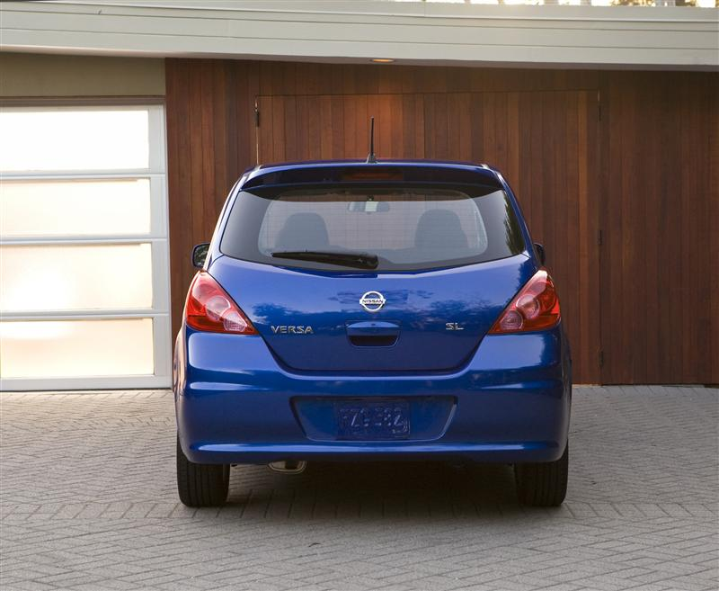 2011 Nissan Versa Image 037 800 2011 Nissan Versa – Features, Reviews, Price, Photos