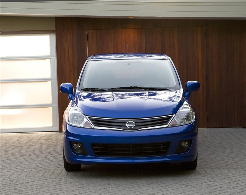 2011 Nissan Versa Image 038 800 2011 Nissan Versa – Features, Reviews, Price, Photos