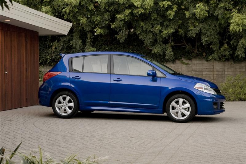 2011 Nissan Versa Image 039 800 2011 Nissan Versa – Features, Reviews, Price, Photos