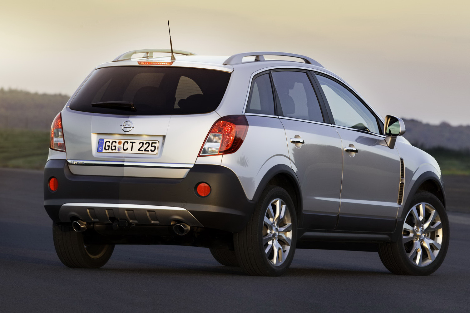 2011 Opel Vauxhall Antara 1 2011 Opel Antara   Photos, Features, Price
