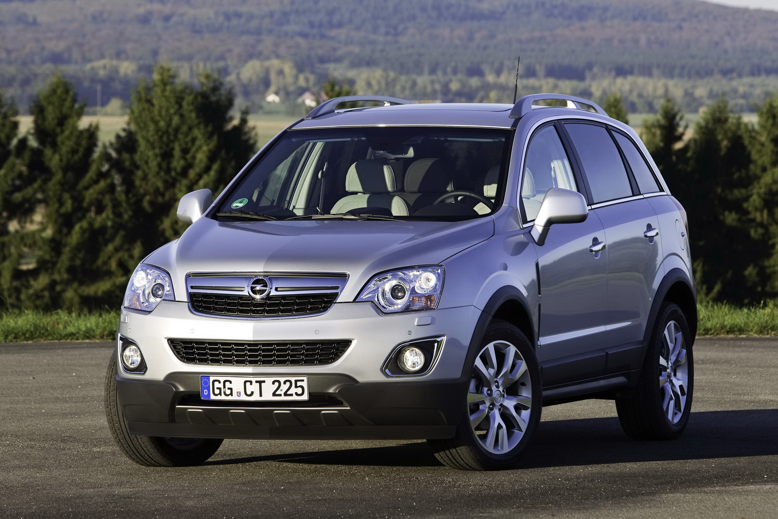 2011 Opel Vauxhall Antara 2 2011 Opel Antara   Photos, Features, Price