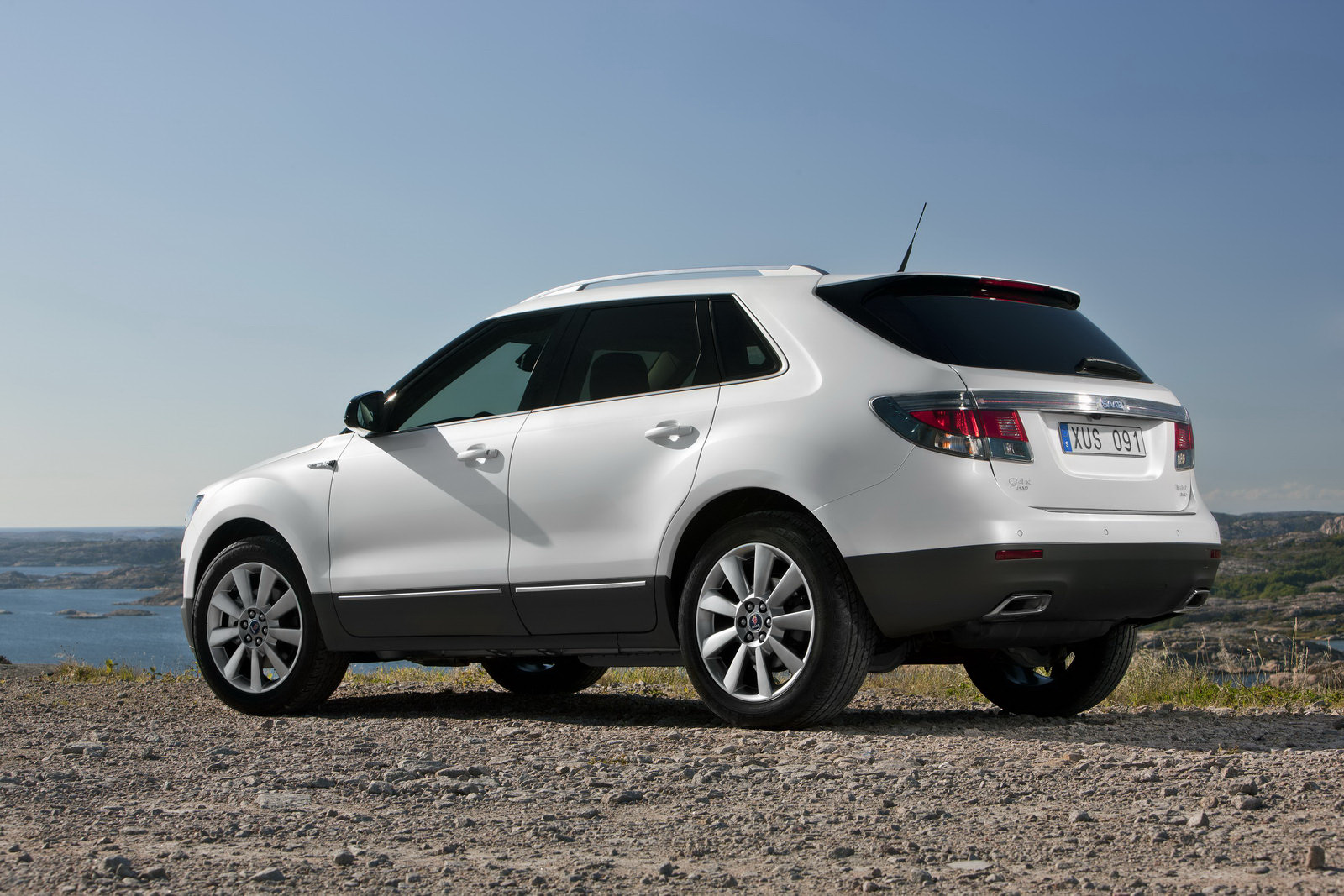 2011 Saab 9 4x Suv Photos Specifications Review Price