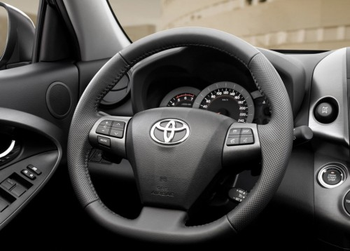 2011 Toyota RAV4 Facelift Interior3 500x358 2011 Toyota RAV4 Facelift   Features, Photos, Price