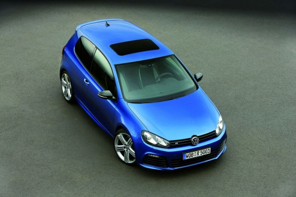 2011 Volkswagen Golf R Front Angle Top 588x391 2011 Volkswagen Golf R   Photos, Specifications, Reviews