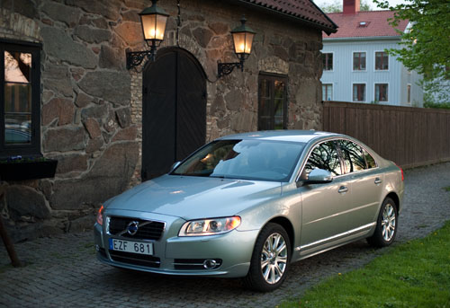 2011 Volvo S80 028 2011 Volvo S80   Photos, Features, Price