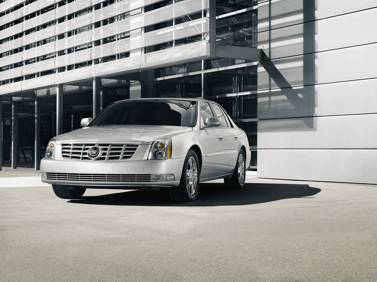 2011 cadillac dts 001 2011 Cadillac DTS   Features, Photos, Price