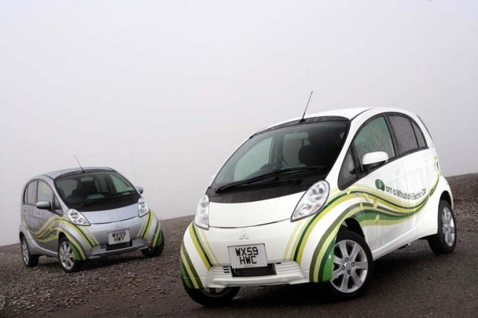 2011 i Miev Front Side View 670x446 2011 Mitsubishi i MiEV   Photos, Reviews, Features, Price