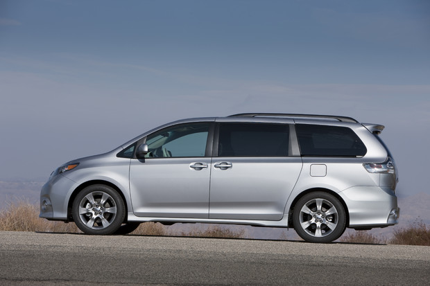 2011 toyota sienna se 8 620 New 2011 Toyota Sienna   Photos, Reviews, Specifications, Price