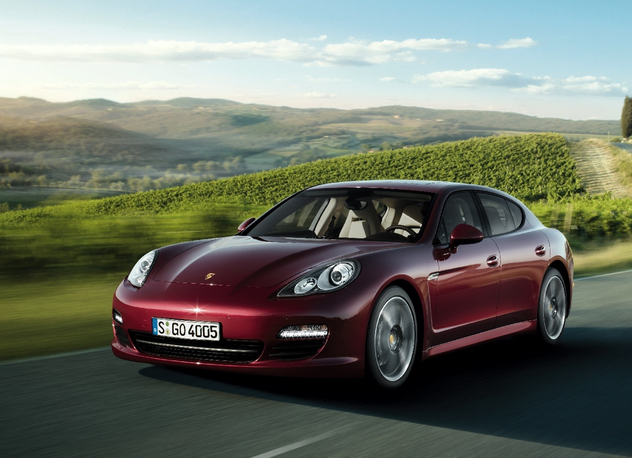 2011 porsche panamera features photos price. Black Bedroom Furniture Sets. Home Design Ideas