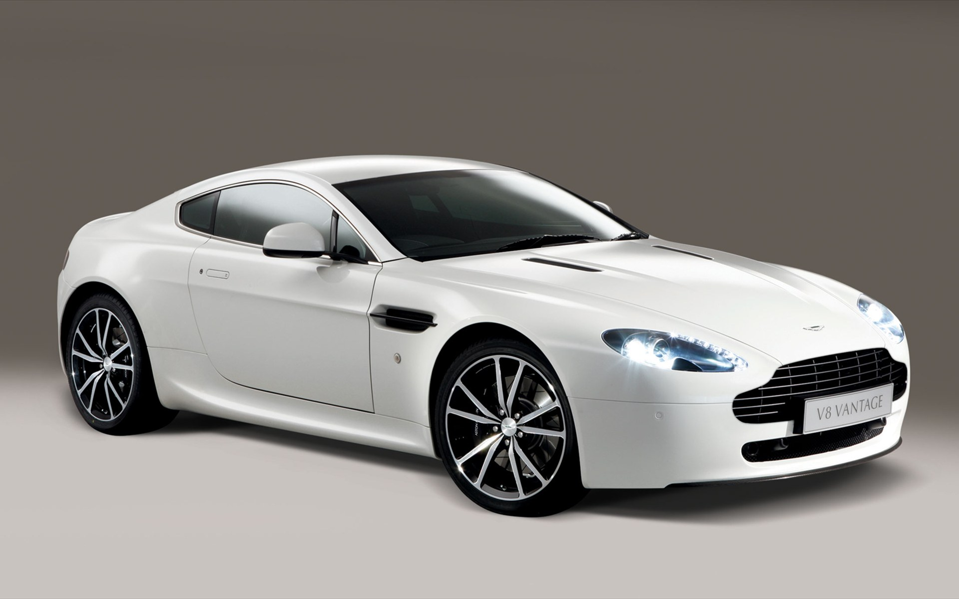 2011 aston martin v8 vantage n420 review photos price. Black Bedroom Furniture Sets. Home Design Ideas